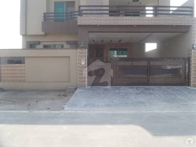 خیابان-اے-منظور فیصل آباد میں 11 مرلہ مکان 1. 25 کروڑ میں برائے فروخت۔