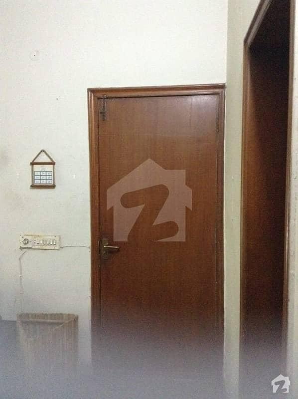 ڈی ایچ اے فیز 1 - بلاک ایل فیز 1 ڈیفنس (ڈی ایچ اے) لاہور میں 1 کمرے کا 2 کنال کمرہ 16 ہزار میں کرایہ پر دستیاب ہے۔