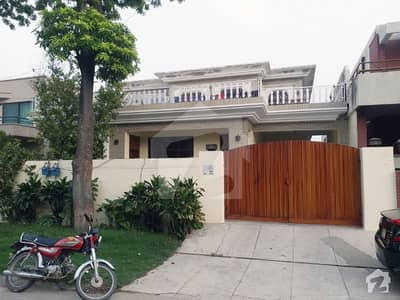 Fresh Renovated One Kanal Lower Portion With 3 Bed Rooms Very Close To Big Park Near Y Market