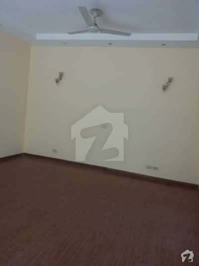 DEFENCE 10 MARLA SLIGHTLY USED BUNGALOW IDEAL LOCATION REASONABLE PRICE