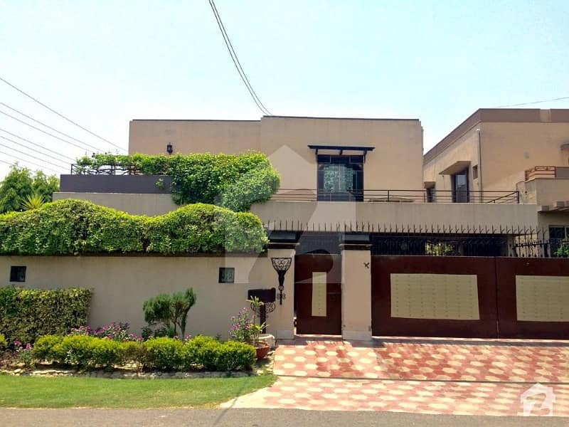 Unity Estates Offers 1 Kanal Corner Slightly Used Bungalow For Sale