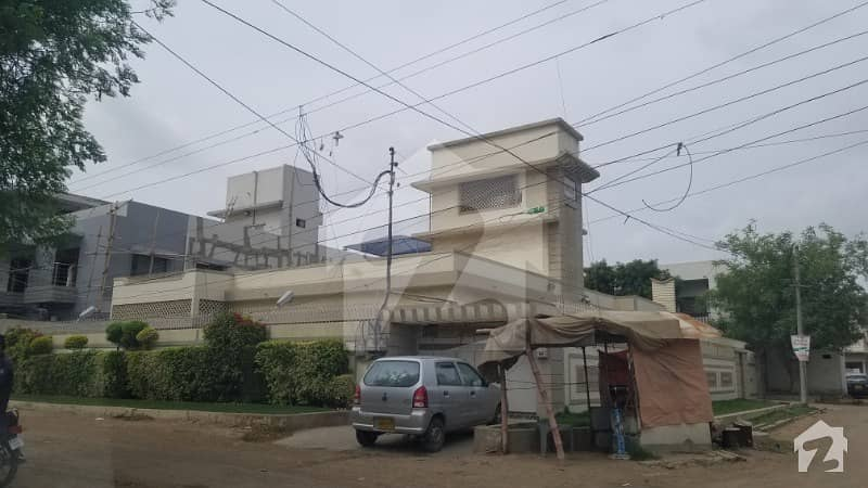 700 Sq Yards Corner Bungalow Is Available For Sale Chance Deal