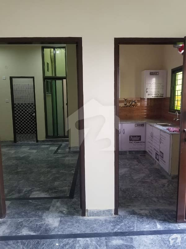 Single Bed Flat Available With Kitchen And T. v Lounge For Boys And Girls For Rent