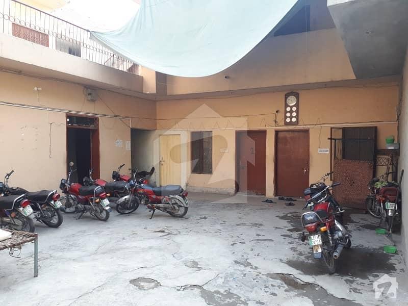 ماڈل ٹاؤن لِنک روڈ ماڈل ٹاؤن لاہور میں 1 مرلہ کمرہ 4 ہزار میں کرایہ پر دستیاب ہے۔