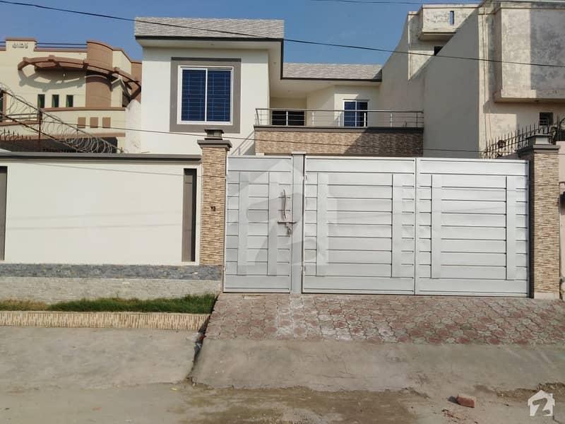 نشیمن کالونی ملتان میں 4 کمروں کا 11 مرلہ مکان 1. 4 کروڑ میں برائے فروخت۔