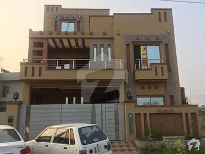10 Marla Beautiful New House  Is Available For Sale