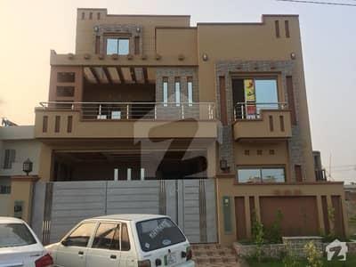 ایل ڈی اے ایوینیو لاہور میں 6 کمروں کا 10 مرلہ مکان 1.8 کروڑ میں برائے فروخت۔