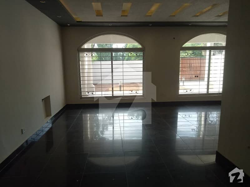 F-10 Beautiful Location 500 Sq Yd 5 Bed Rooms House For Rent Real Images