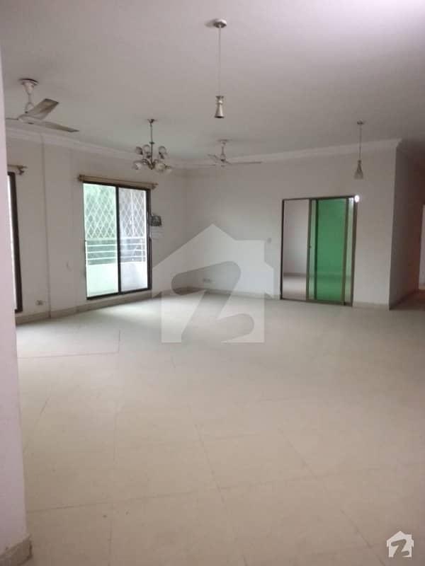 راشد منہاس روڈ کراچی میں 3 کمروں کا 12 مرلہ فلیٹ 4 کروڑ میں برائے فروخت۔