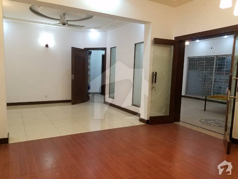 1 Kanal Luxurious Bungalow For Rent In Dha Phase 3 Block Y