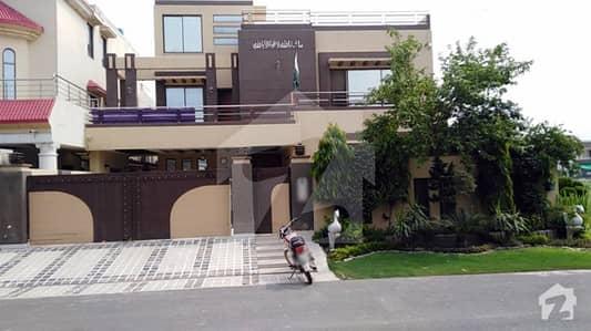 طارق گارڈنز ۔ بلاک ڈی طارق گارڈنز لاہور میں 8 کمروں کا 1 کنال مکان 3.75 کروڑ میں برائے فروخت۔