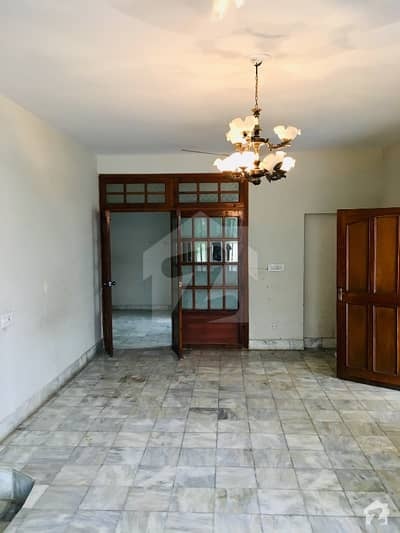500 Sq Yards 5 Bed Double Unit House Available For Rent