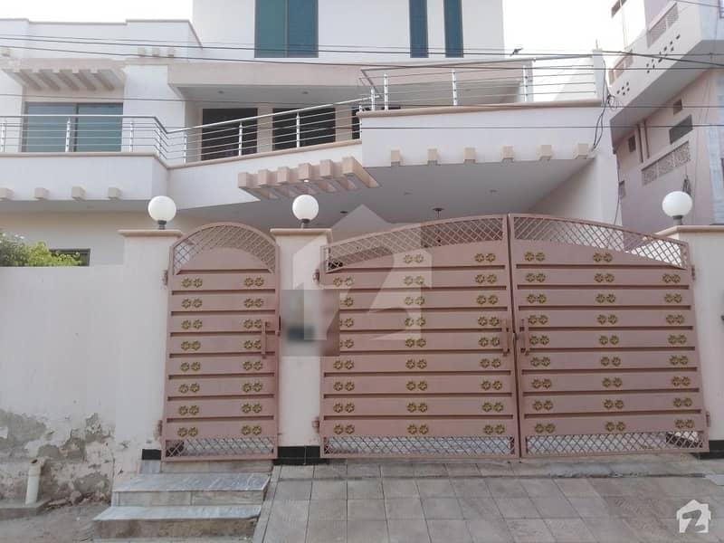 ماڈل ٹاؤن اے بہاولپور میں 6 کمروں کا 12 مرلہ مکان 2. 5 کروڑ میں برائے فروخت۔