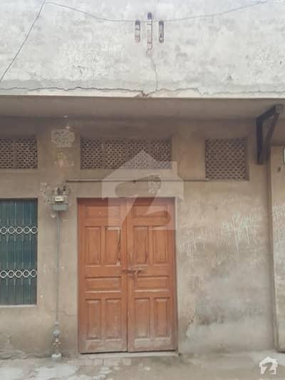 عزیز کالونی سرگودھا میں 4 کمروں کا 4 مرلہ مکان 65 لاکھ میں برائے فروخت۔