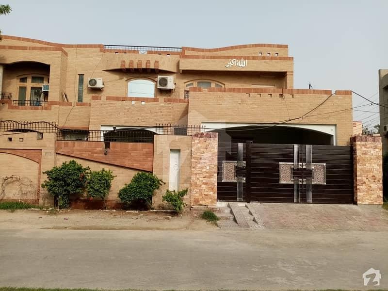 رحمان گارڈنز فیصل آباد میں 1. 05 کنال مکان 2. 75 کروڑ میں برائے فروخت۔