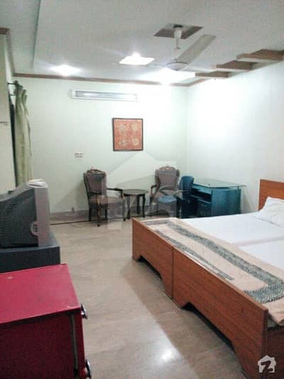 Fully Furnished Room Wi-Fi AC Include Geyser