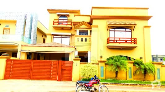 1 Kanal Slighty Used Elegant Bungalow With Furnished  At Boulevard For Sale