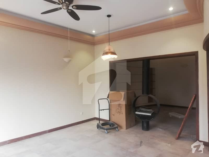 14 Marla Facing Park 4 bed House for Sale in M  1 Lake City