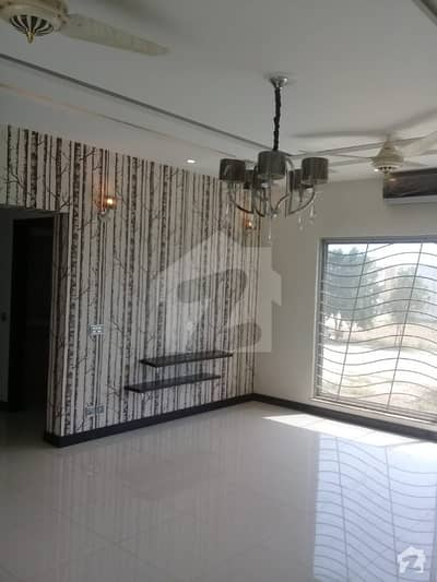 1 Kanal Slightly Used Bungalow For Sale In Phase 4