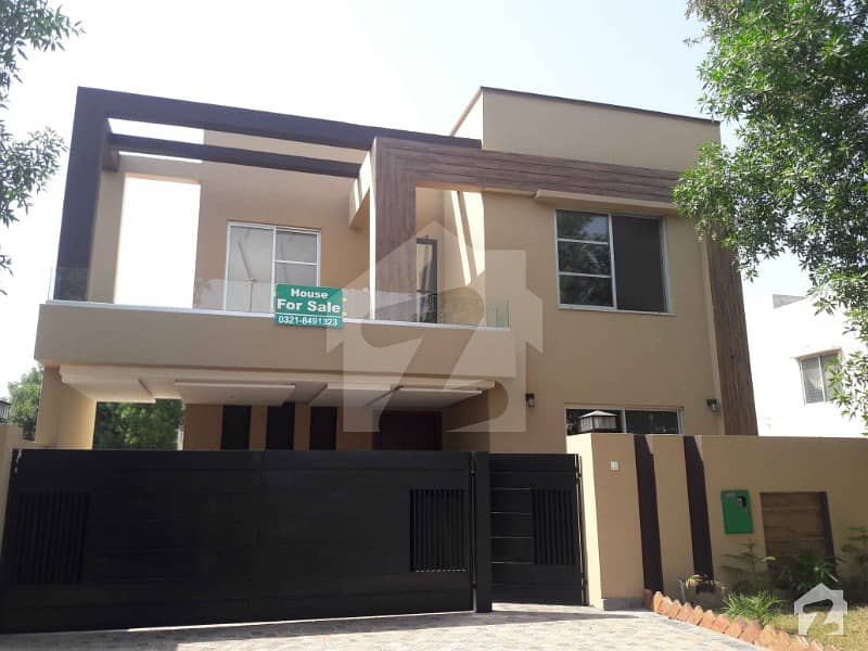 12 Marla Corner Double Storey House Available With Gas For Rent