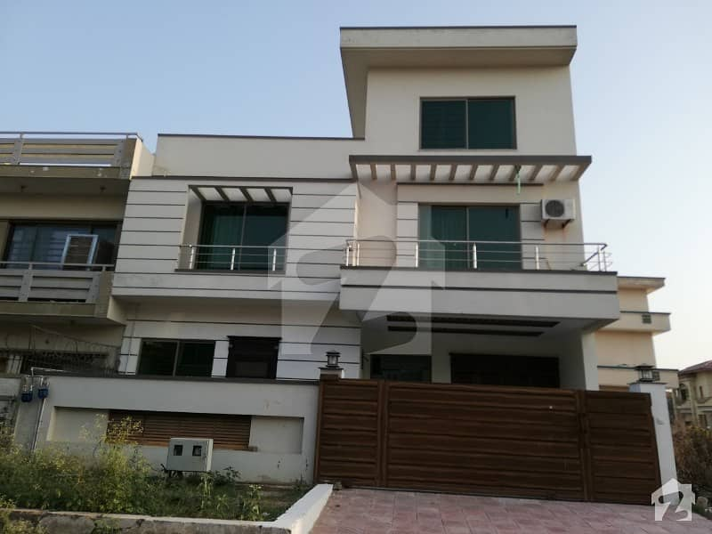 30x60 Lavish house for Sale in G13 Islamabad