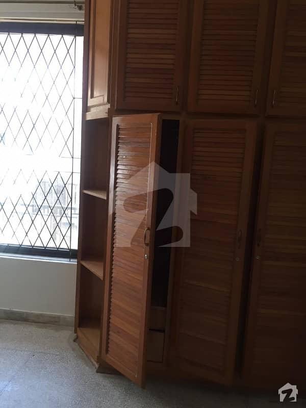 ایف ۔ 11/3 ایف ۔ 11 اسلام آباد میں 6 کمروں کا 1 کنال مکان 7.5 کروڑ میں برائے فروخت۔