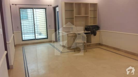 Dha Phase 3 W Black 1 Kanal Upper Portion 3 Bedroom
