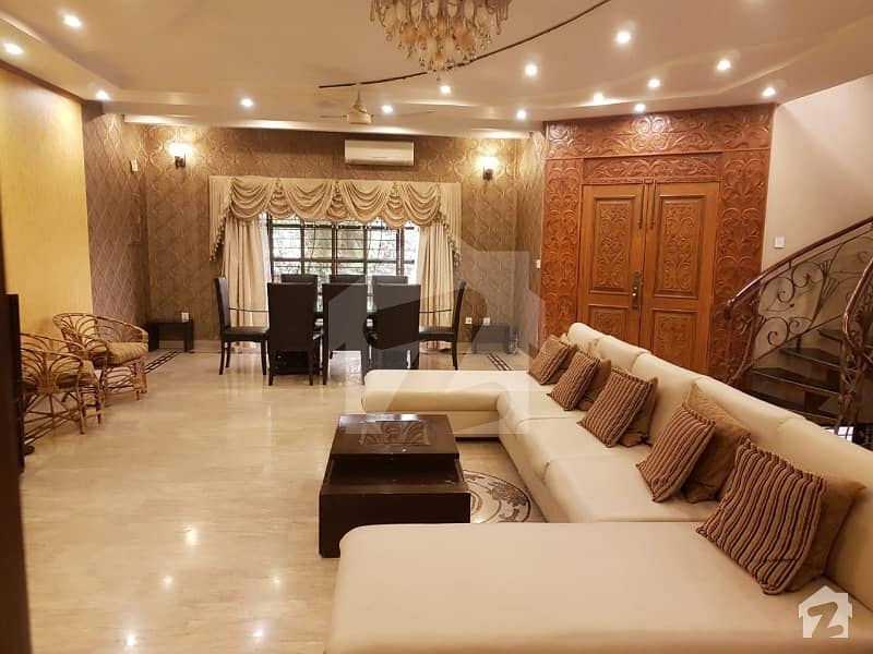 1Kanal   Bungalow available for  Rent  in DHA Phase  6 A block