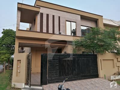 10 Marla Brand New Designer Bungalow For Sale