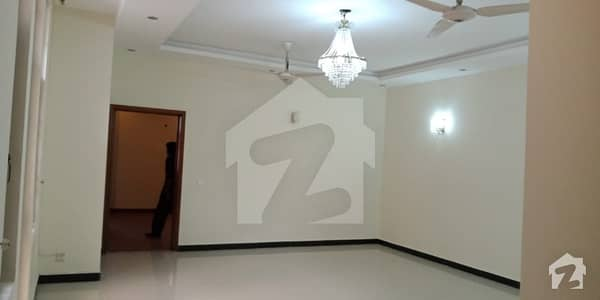 1 Kanal Full House Is Available For Rent With 5 Bedrooms