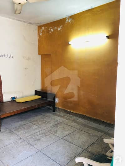 شادمان ون لاہور میں 1 کمرے کا 1 مرلہ کمرہ 10 ہزار میں کرایہ پر دستیاب ہے۔