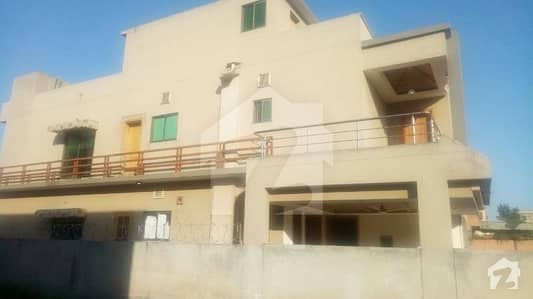 10 Marla 5 Bed house 4 RENT