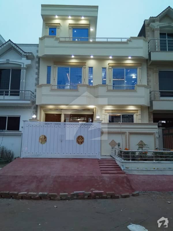 25x40 AWESOME HOUSE For sale in G13 Islamabad