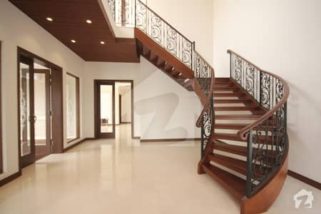 DHA 10MARLA brande new very beautiful house