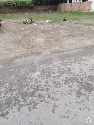 ڈی ایچ اے فیز 3 - بلاک ایکس فیز 3 ڈیفنس (ڈی ایچ اے) لاہور میں 1 کنال رہائشی پلاٹ 2. 9 کروڑ میں برائے فروخت۔