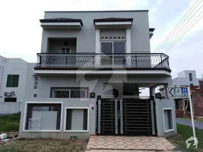 ڈی ایچ اے 11 رہبر فیز 2 ڈی ایچ اے 11 رہبر لاہور میں 3 کمروں کا 6 مرلہ مکان 1.35 کروڑ میں برائے فروخت۔