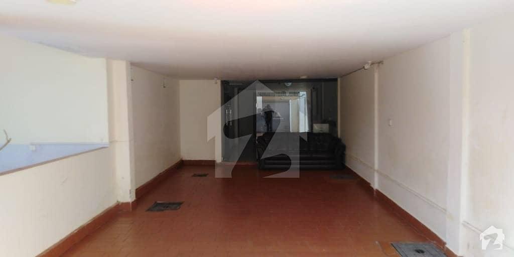 کلفٹن کراچی میں 10 کمروں کا 1.5 کنال مکان 14 کروڑ میں برائے فروخت۔