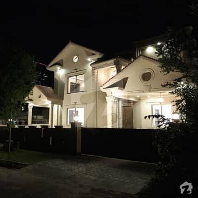 ایف ۔ 7 مرکز ایف ۔ 7 اسلام آباد میں 8 کمروں کا 2 کنال مکان 30 کروڑ میں برائے فروخت۔