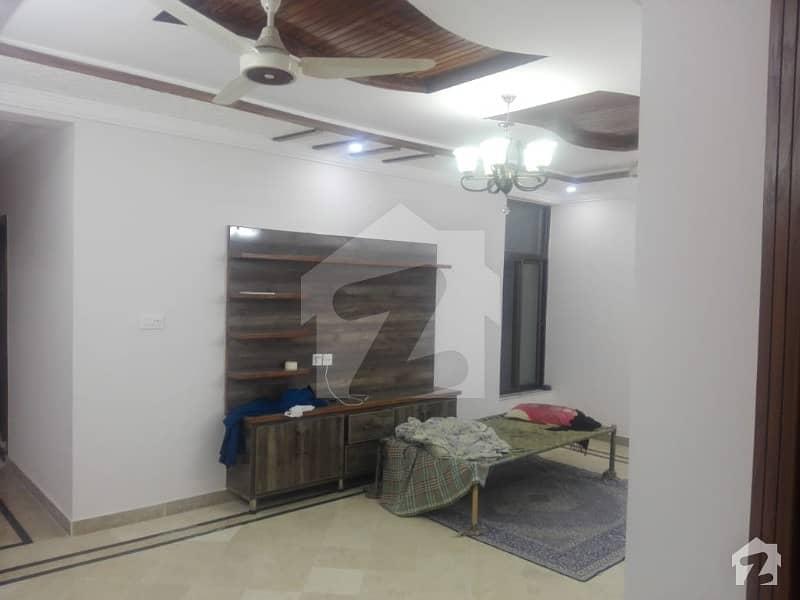 آئی ۔ 8/2 آئی ۔ 8 اسلام آباد میں 3 کمروں کا 12 مرلہ مکان 4.5 کروڑ میں برائے فروخت۔