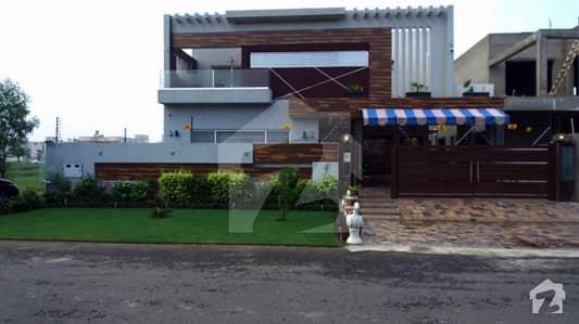 ڈی ایچ اے فیز 7 - بلاک آر فیز 7 ڈیفنس (ڈی ایچ اے) لاہور میں 6 کمروں کا 1 کنال مکان 5 کروڑ میں برائے فروخت۔