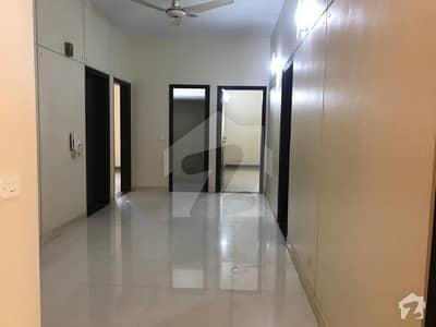 طارق روڈ کراچی میں 3 کمروں کا 8 مرلہ فلیٹ 69 ہزار میں کرایہ پر دستیاب ہے۔