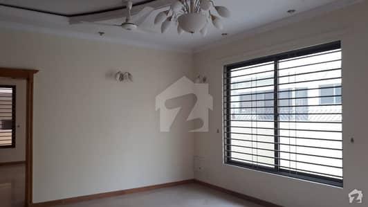 ایف ۔ 11 اسلام آباد میں 5 کمروں کا 9 مرلہ مکان 4 کروڑ میں برائے فروخت۔