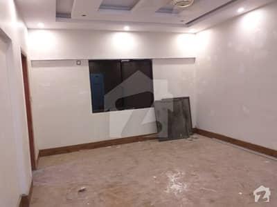 بہادر آباد گلشنِ اقبال ٹاؤن کراچی میں 4 کمروں کا 9 مرلہ بالائی پورشن 2.75 کروڑ میں برائے فروخت۔