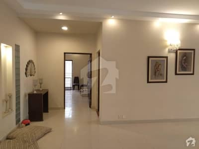 ائیر ایوینیو ڈی ایچ اے فیز 8 ڈی ایچ اے ڈیفینس لاہور میں 4 کمروں کا 10 مرلہ مکان 70 ہزار میں کرایہ پر دستیاب ہے۔