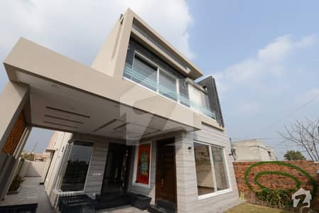 10 Marla Luxurious House Is Available For Sale Facing Park