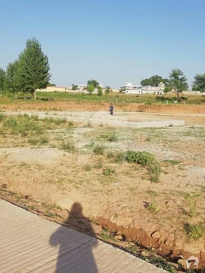 Beautiful location, near bahria enclave and parkview societies. Roads, sewage all done. Very reasonable price. Come and visit, surely u will not miss this opportunity.
