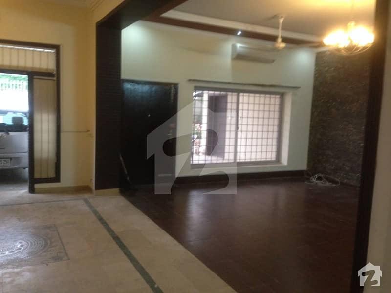 جی ۔ 6/3 جی ۔ 6 اسلام آباد میں 11 کمروں کا 2. 8 کنال مکان 5. 5 لاکھ میں کرایہ پر دستیاب ہے۔