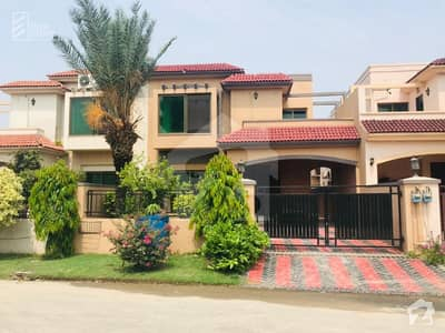 12 Marla Astonishing And Quality Owner Built House For Sale In Sector M1 Lake City Lahore