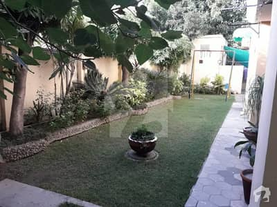 Temple Road Near Ganga Ram Hospital 25 Marla Bungalow  For Sale