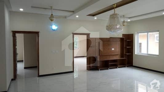 آئی ۔ 8/3 آئی ۔ 8 اسلام آباد میں 9 کمروں کا 1.2 کنال مکان 13.5 کروڑ میں برائے فروخت۔